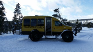 yellowstone-np-snow-coach